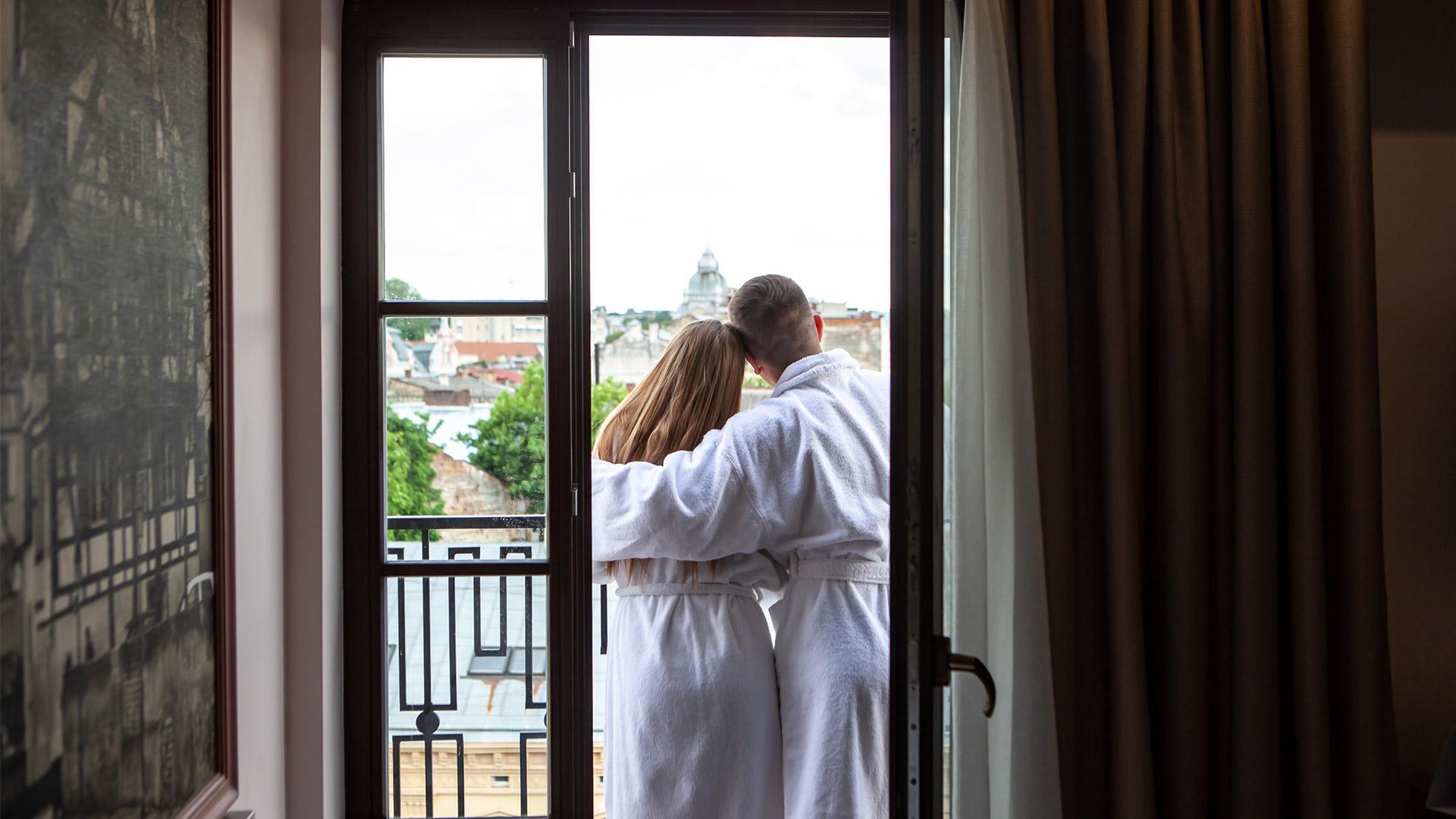 couple_balcony